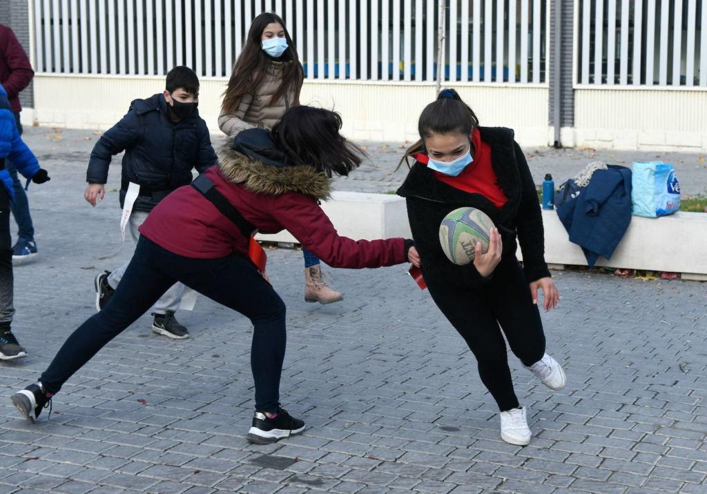 alumnos de un colegio jugando en Islas Baleares